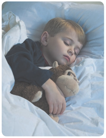 Các mối liên hệ giữa kiểu giấc ngủ của trẻ với những khía cạnh phát triển khác là gì?