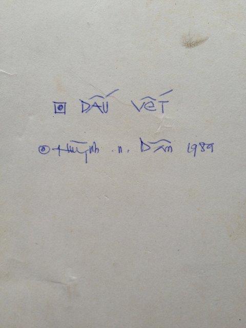 """Hình 15. Mặt sau của """"Dấu vết"""". Huỳnh n. Dân, 1989."""