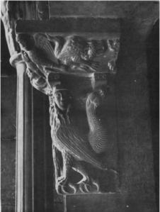 Tiên nữ trong hình dạng đặc trưng nhất của 'nữ nhân điểu' – hình chạm nổi ở đại giáo đường Barcelona